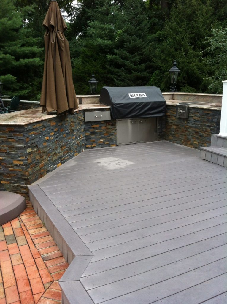 Outdoor BBQ Kitchen with Cultured Stone